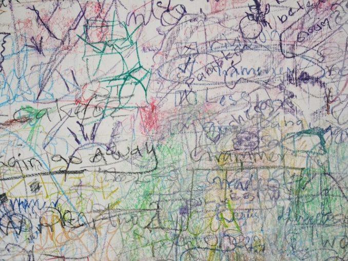 Membersihkan dinding dari coretan pensil dan krayon